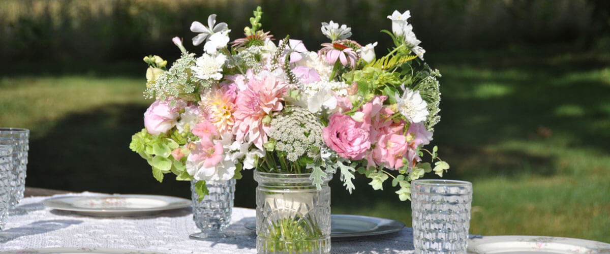 Doan bouquet on table - Find Flowers